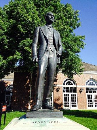 Памятник Генри Форду