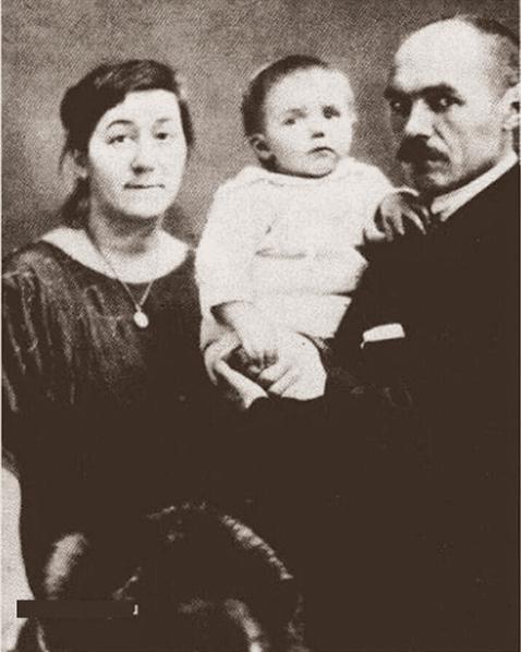 Кузьма Петров-Водкин с семьей