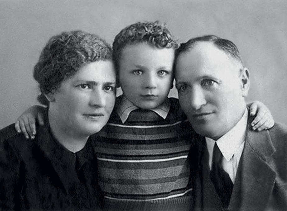 Михаил Жванецкий с родителями