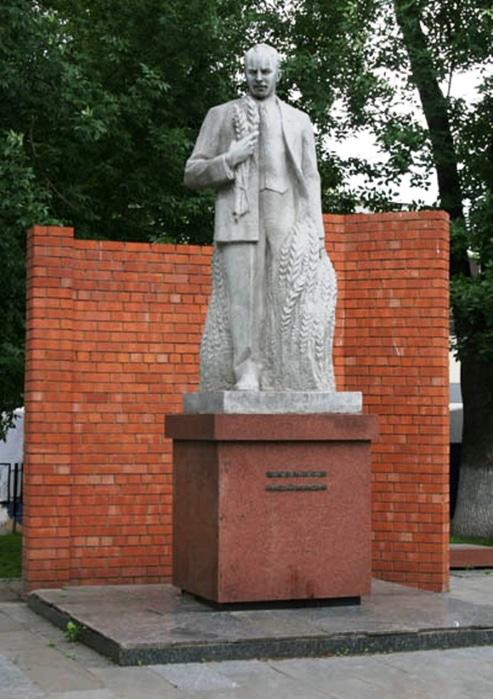 Памятник Николаю Вавилову