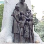 Памятники Янушу Корчаку