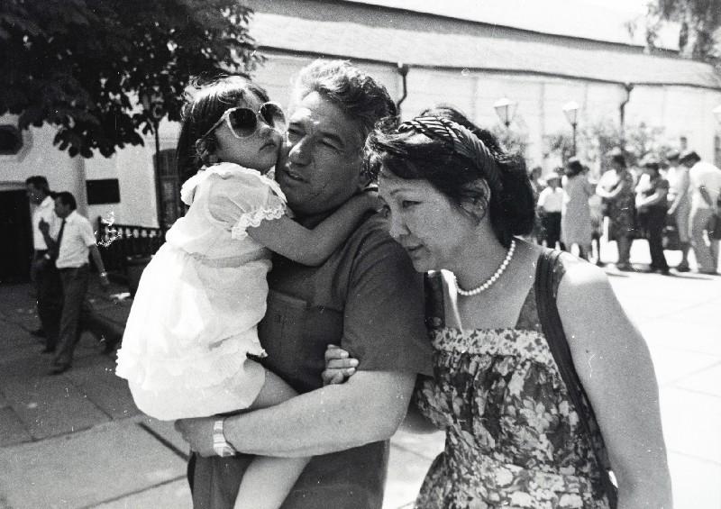 Чингиз Айтматов с женой и ребенком