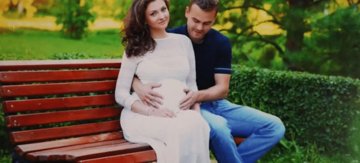Игорь Акинфеев с беременной женой