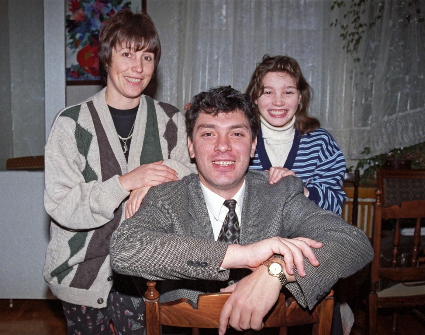 Борис Немцов с женой и дочкой