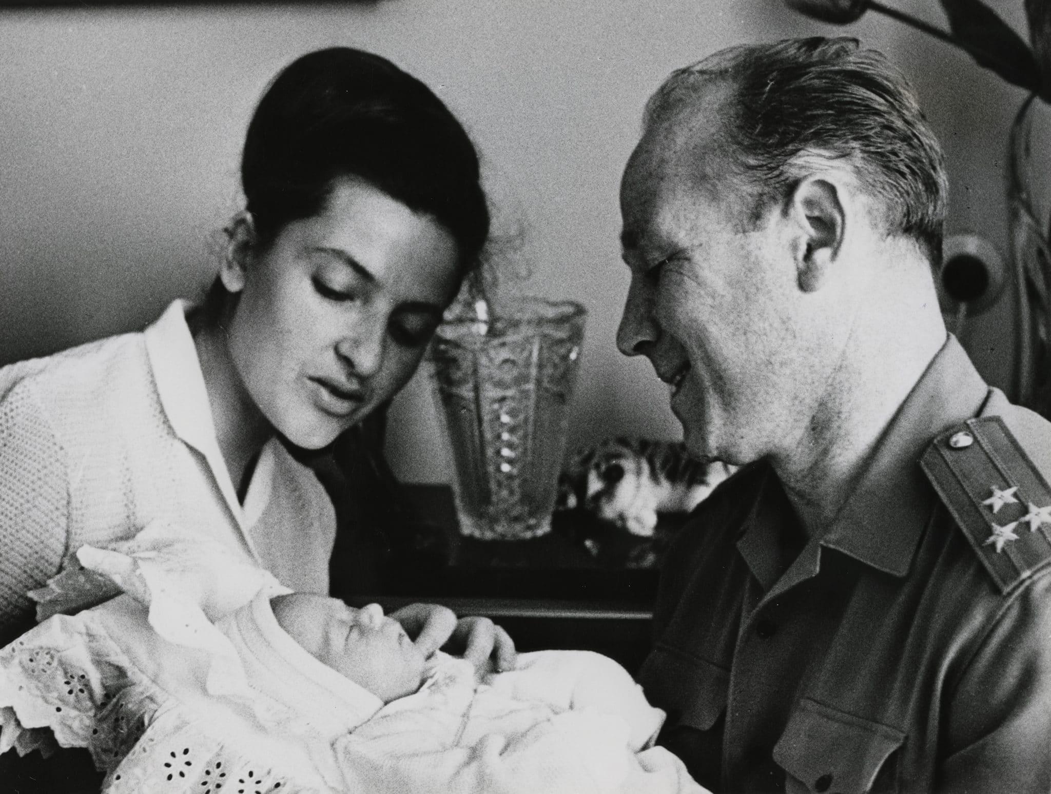 Алексей Леонов с женой и дочкой