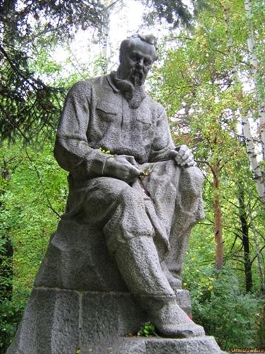Памятник Павлу Бажову