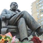 Памятники Чингизу Айтматову