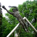Памятники Льву Яшину