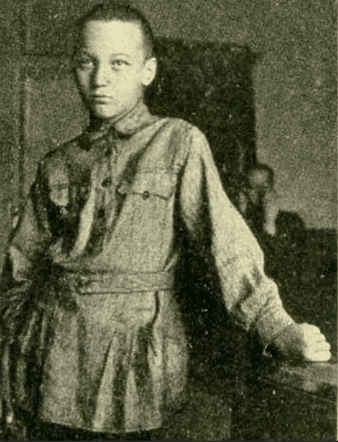 Лев Гумилев в детстве