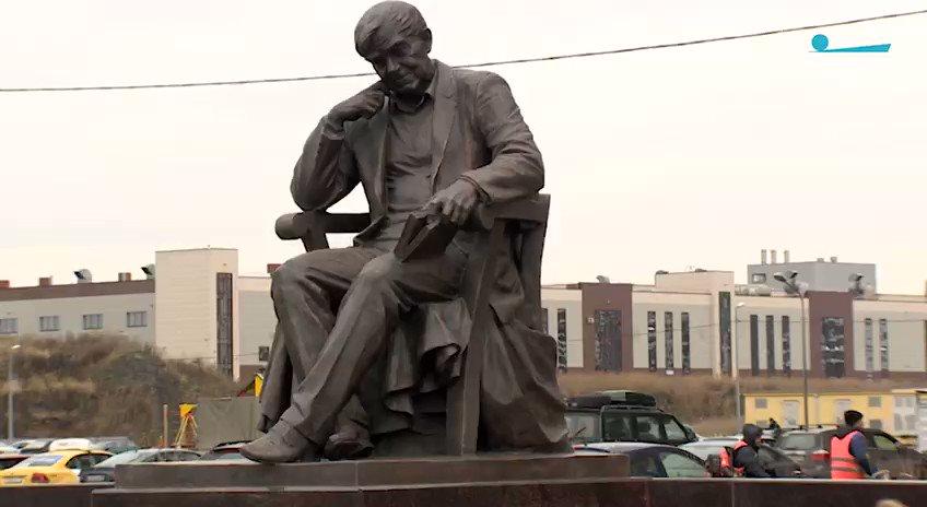 Памятник Даниилу Гранину