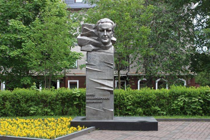 Памятник Юрию Андропову