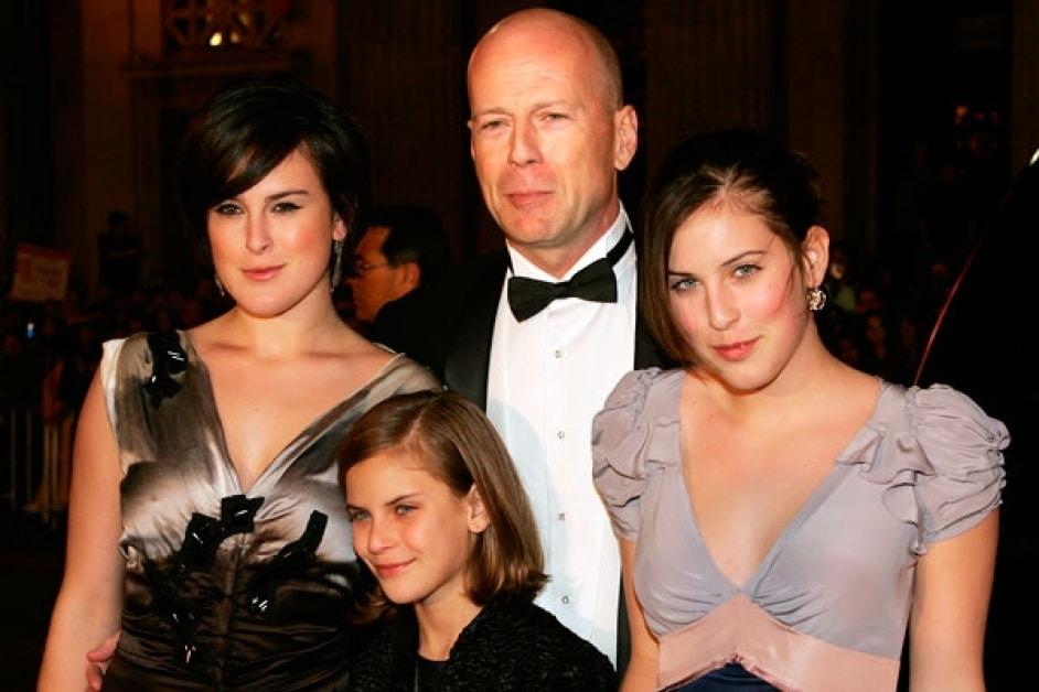 Брюс Уиллис с дочками от Деми Мур