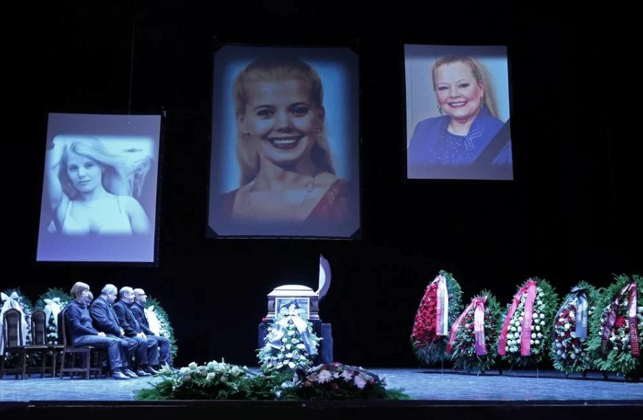 Похороны Людмилы Сенчиной