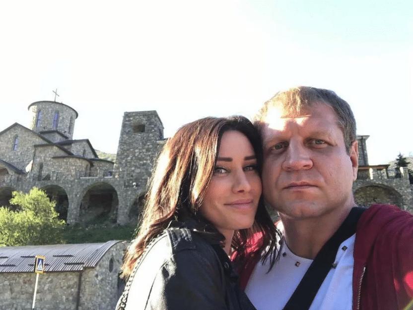 Александр Емельяненко и Полина Селедцова
