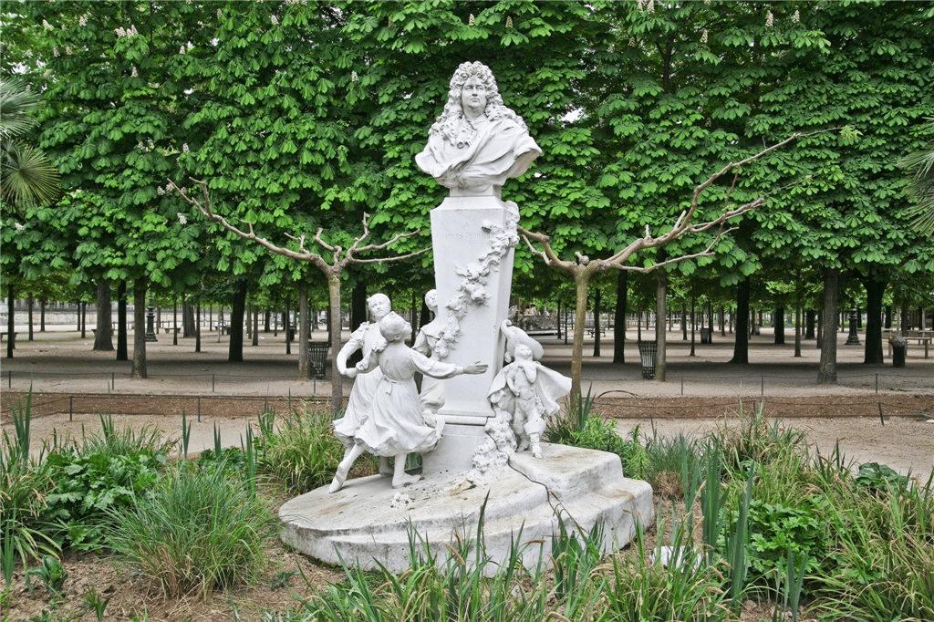 Памятник Шарлю Перро