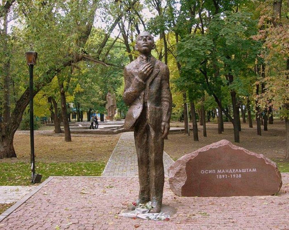 Памятник Осипу Мандельштаму