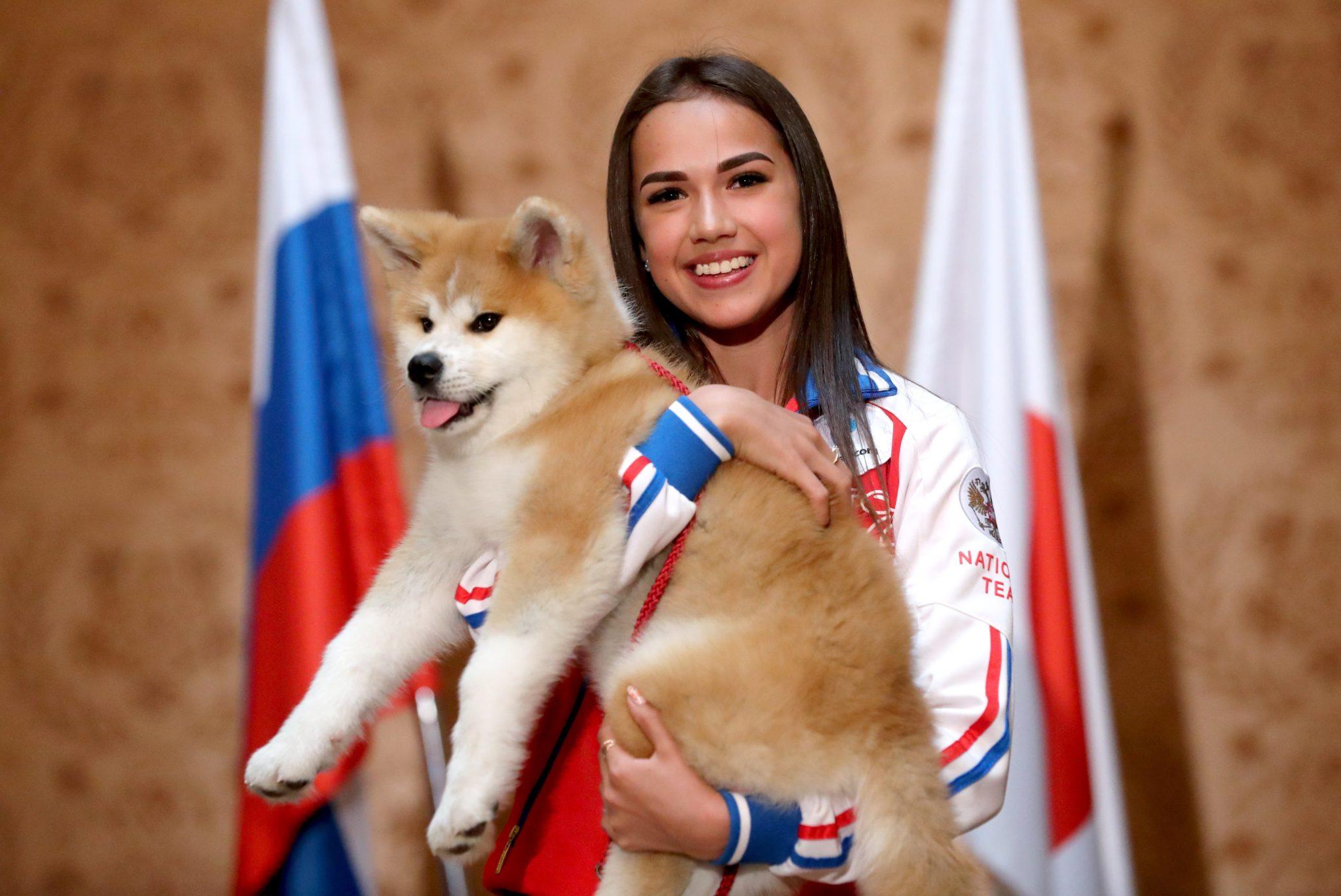 Алина Загитова с собакой