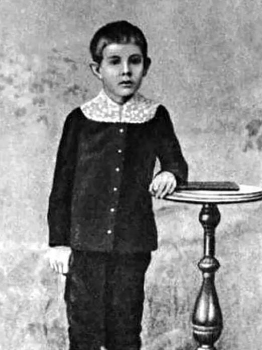 Александр Беляев в детстве