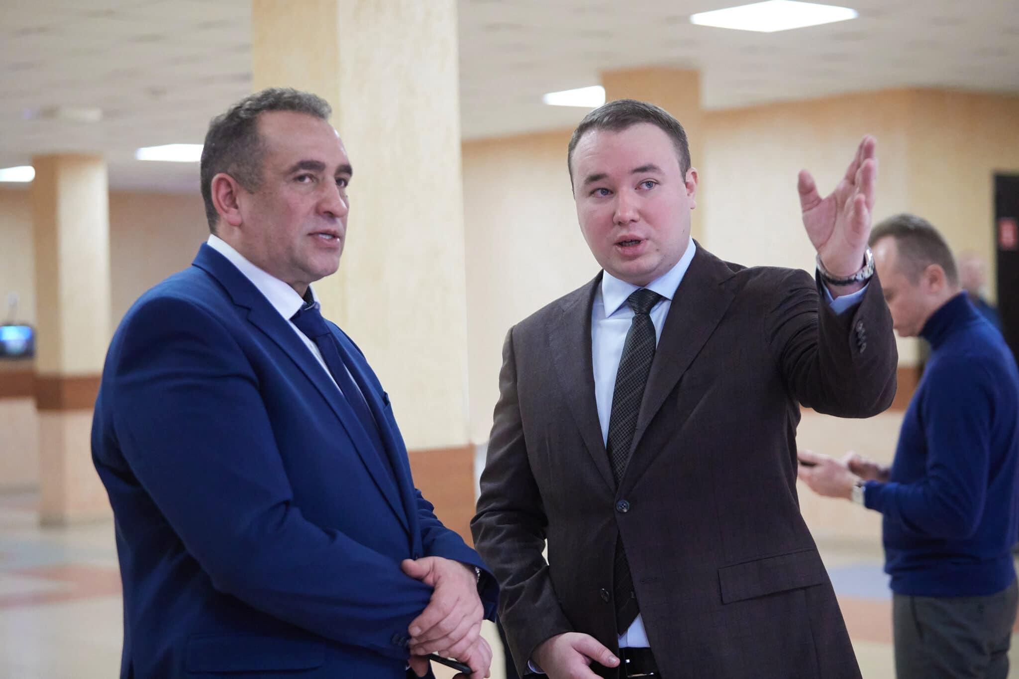 Никита Муров (справа)