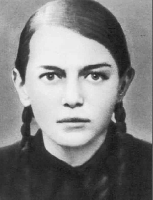 Зина Мартыновна Портнова
