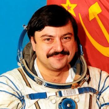 Муса Манаров