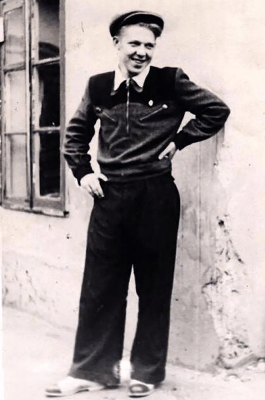 Олег Константинович Попов
